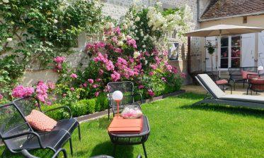 la-route-de-la-rose-restaurant-le-lancelot-2019-loiret-jardin-2-992px-1030x773